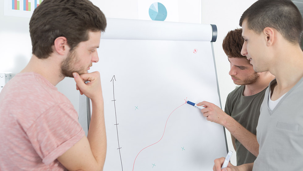 Анализират графики на функционални зависимости