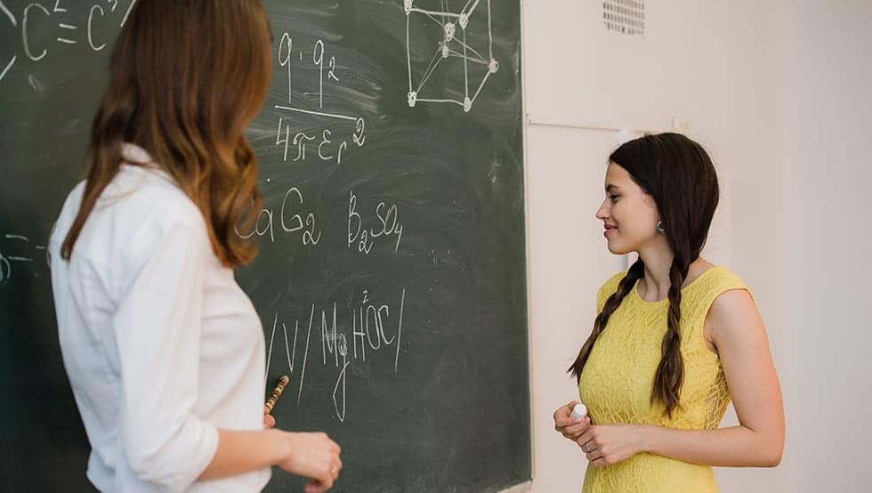 Помощник-учител